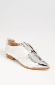 Minimal + Classic: Joe's 'Dakota' Flat