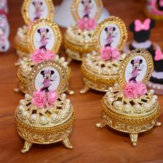 Porta jóias Minnie Rosa!  #porta-joias #portajoiaspersonalizado #minnierosa #festaminnie #festaminnierosa #personalizadosdeluxo…