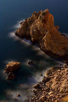 Tema: Paisajes, Nocturno, Marina El autor dice:Solo la iluminación de la luna llena. Características: CANON 350D, Sigma 18-50 EX DC, 16 minutos a f/5.6. Encuadre original.