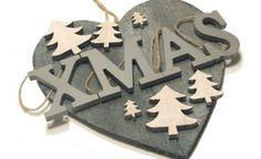 Een+deurhangen+voor+tijdens+de+kerstdagen,+gemaakt+van+een+hartje+van+spulletjes+vd+Big+Bazaar