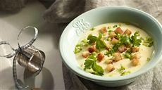 Przepis na zupę serową z grzankami