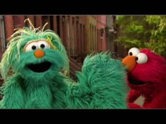Elmo and Rosita sing a song about the right way to sneeze.    More H1N1 (Swine) flu and seasonal flu info at http://www.flu.gov    This video was produced in partnership with the Ad Council and Sesame Workshop.