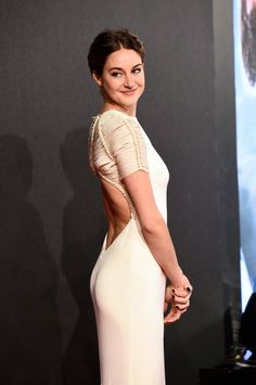 Shailene Woodley fabulous booty in a  sleek white gown