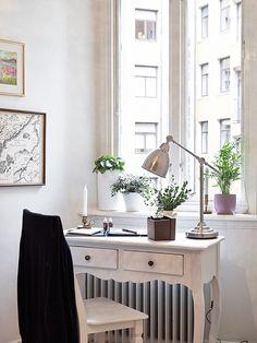 myidealhome:    pretty desk (via stadshem)
