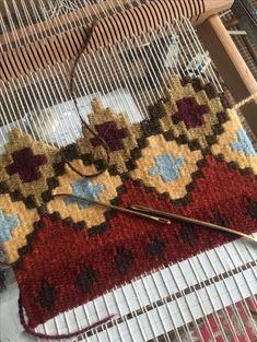 Weberei Source by mehranasaljooghi Weaving Loom Diy, Tablet Weaving, Weaving Art, Weaving Designs, Weaving Projects, Macrame Patterns, Weaving Patterns, Tapestry Loom, Navajo Weaving