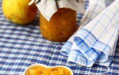 La confettura di mele cotogne è una deliziosa pietanza adatta sia per preparare torte o dolci ma anche per accompagnare carni rosse o formaggi stagionati. E' un piatto da preparare in autunno, il mese ideale per trovare queste mele al massimo grado di maturazione è infatti Ottobre.