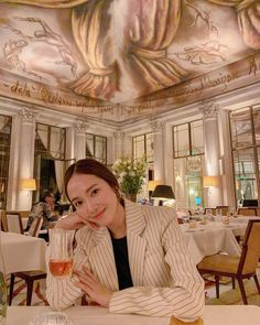 syj: Rosé and this majestic atmosphere,.
