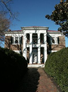 If this house could just tell it's secrets! Located in Spring Hill, TN two miles off US 31, Oaklawn has held the imagination of Civil War buffs and historians for many years. Considered one of the finest in the region, Absalom Thompson built this brick plantation home in 1835.