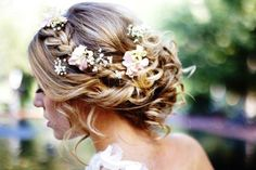 Best and new Wedding Hairstyles on the post Hairstyles For Medium Hair. Wedding Updo for the best inspiration ideas today. Updos For Medium Length Hair, Haircuts For Medium Hair, Wedding Hairstyles For Medium Hair, Mid Length Hair, Up Hairstyles, Medium Hair Styles, Curly Hair Styles, Rustic Wedding Hairstyles, Elegant Hairstyles
