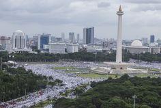 Alhamdulillah, Presiden Jokowi dan Wapres JK Ikut Massa Aksi 212 Tunaikan Shalat Jumat Saat Hujan