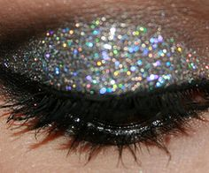 My favorite nighttime makeup!! Idc what anyone says- GLITTER makes EVERYTHING temporarily better for me!!