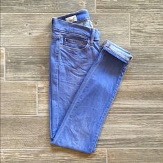 Indigo Wash Gap Legging Jean Gently used, and in great condition! Only wear is label on inside that is partially worn off. Super comfortable and a fun bright indigo wash. No trades, offers welcome! GAP Jeans Skinny