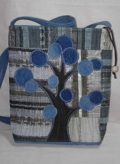 Denim Patchwork, Patchwork Bags, Quilted Bag, Denim Quilts, Denim Bags From Jeans, Denim Purse, Pochette Portable, Pocket Craft, Leather Purses