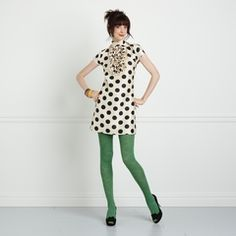 Black & white polka dot dress with green tights. I love Kate Spade. Colored Tights Outfit, Green Tights, Green Leggings, Vestido Dot, Fall Outfits, Cute Outfits, White Polka Dot Dress, Polka Dots, White Dress