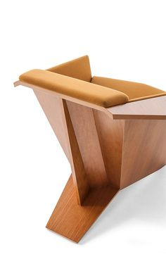Cassina, Frank Lloyd Foundation Partner to Bring Wright-Designed Furniture into Homes Italian Furniture, Art Furniture, Unique Furniture, Furniture Design, Frank Lloyd Wright, Bauhaus, Industrial Design, Creative Art, Chairs