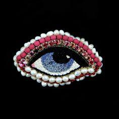 MADE IN FRANCE. Bijoux entiérement brodé à la main en fil de soie. Perles Swarowski - Perles Myuki - Perles plaquées or - Perles de verre Tchèque.