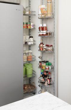 beachy keen - kitchen inspiration and ideas Kitchen Storage Hacks, Pantry Storage, Kitchen Inspiration, Bathroom Medicine Cabinet, Kitchen Design, Easy Diy, Organization, Store, Ideas
