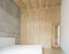 Image 5 of 21 from gallery of Raw Interiors: 20 Projects that Use Exposed Wood and Concrete. Photograph by Brigida Gonzalez Exposed Concrete, Concrete Wood, Exposed Wood, Interior Architecture, Interior Design, Lobby Interior, Conceptual Design, Story House, House In The Woods