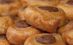 Greek roxakia (cocoa and cinnamon syrupy dough cookies) - Recipes - Chefoulis Greek Sweets, Greek Desserts, Greek Recipes, Greek Cake, Eat Greek, Cookbook Recipes, Dessert Recipes, Cooking Recipes, Greek Pastries