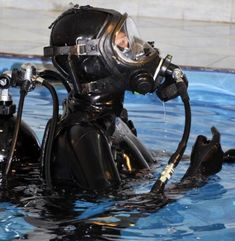 Astronaut training of Rubberbitch (part 🎉 What a historical moment! The Rubberbitch has passed all the preliminary tests with highest grades, and was selected to participate The Mars Conquest Mission! Now she's got to go through a very intense. Scuba Wetsuit, Women's Diving, Latex Babe, Mask Girl, Scuba Girl, Womens Wetsuit, Heavy Rubber, Latex Catsuit, Latex Girls