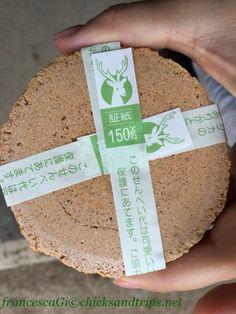 Crackers di crusca di riso a Nara Nel parco di Nara - Giappone http://www.chicksandtrips.net/parco-di-nara/