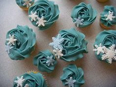 very cute. Snowflakes fallen on the cupcakes, not so sure about the colour though