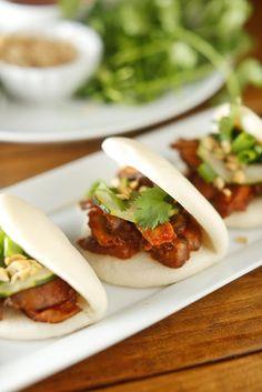 The Chubby Vegetarian: Vegetarian Korean BBQ Mushroom Steamed Buns. I love buns! Veggie Recipes, Asian Recipes, Whole Food Recipes, Vegetarian Recipes, Cooking Recipes, Healthy Recipes, Fun Recipes, Veggie Food, Diet Recipes