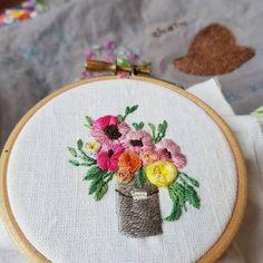 #오늘의자수  .  사진을 보고 따라하는 그림도  재밋다   .  .  도안무단사용 ♀️  #메르시자수 #프랑스자수 #자수 #자수스타그램 #embroidery  #needlework #handmade #판교 #판교자수 #분당자수 #원데이클래스