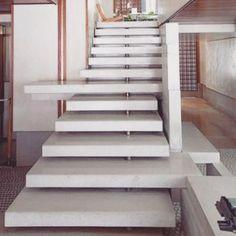 Inove no projeto de sua escada. Neste ele ganhou lances com tamanhos diferentes o que deu um resultado fantástico. #stairs #homedecor #decor #decoration #interiordesign #architecture #decorfacil