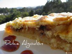 Se trata de una delicada tarta con base de masa quebrada (brisa) cuyo interior atesora una mezcla de manzanas, trocitos de nueces y pasa...