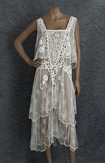Clothing at Vintage Textile: Lace flapper dress Women's vintage fashion history historical clothing 1920s Outfits, Vintage Outfits, Vintage Fashion, Fashion 1920s, 20s Inspired Fashion, 1920s Fashion Dresses, 20s Dresses, Vintage Gowns, Vintage Lace