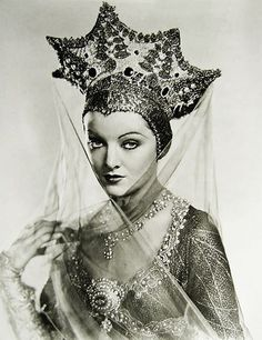 "Myrna Loy in a Russian headdress ""Kokoshnik"". ""A Connecticut Yankee"", 1931 Vintage Hollywood, Golden Age Of Hollywood, Hollywood Glamour, Classic Hollywood, Hollywood Icons, Myrna Loy, Belle Epoque, Vintage Glamour, Vintage Beauty"