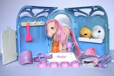 Vintage My Little Pony Grooming Parlour Playset Peachy, Twinkles accessories. Had this when I was little! 80s Girl Toys, 1980s Toys, Retro Toys, Toys For Girls, Vintage Toys, 1980s Childhood, My Childhood Memories, Sweet Memories, Vintage My Little Pony