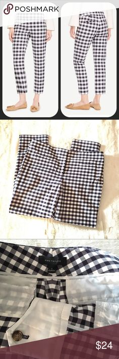 Ann Taylor Cropped Gingham Pants EUC cropped pants in white and navy. Ann Taylor Pants Ankle & Cropped