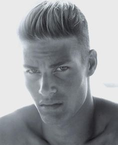 The disconnected undercut is the most popular variation of the classic undercut haircut. Take a look at these disconnected undercut inspirations. Modern Haircuts, Cool Haircuts, Haircuts For Men, Men's Haircuts, Corte Hipster, Hair And Beard Styles, Short Hair Styles, Undercut Men, Undercut Styles