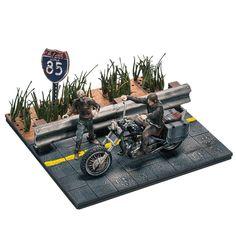 Presentiamo una attesissima novità targata McFarlane: i Building sets di Walking Dead. Ecco a voi il set di Daryl Dixon con il Chopper assemblabile da 154 pezzi.. Assolutamente da non perdere.  Disponibilità da Marzo 2015