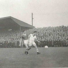 Workington 1 Man Utd 3 in Jan 1958 at Borough Park. Bill Foulkes makes a tackle in the FA Cup Round. Bill Shankly, Man Utd Crest, Transfer Rumours, Fa Cup, Liverpool Fc, Manchester United, Louvre, The Unit, Football