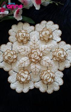 Crochet Flower Patterns, Baby Knitting Patterns, Crochet Designs, Crochet Flowers, Crochet Tablecloth, Crochet Doilies, Crochet Lace, Ribbon Embroidery Tutorial, Hand Embroidery Art