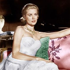 Some midweek glamour in preparation for pulling out our snow boots. #gracekelly #tocatchathief #chic #winterstormwarning