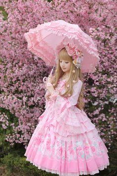 A LIVE #LolitaDoll (view more of her photos: weibo.com/u/1671578317)