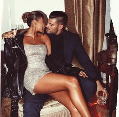 Image uploaded by 𝒷𝓊𝓃𝓃𝓎 ♡. Find images and videos about love, dress and couple on We Heart It - the app to get lost in what you love. Couple Chic, Rich Couple, Elegant Couple, Classy Couple, Hot Couples, Cute Couples Goals, Couple Goals, Couples In Love, Matching Couple Outfits