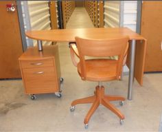 Lavoro Bologna  #lavoro #Bologna #lavoroBologna #bakecalavoro Do you know where I can buy this kind of desk & chair? Tired everything... could not find where to buy one. Sorry for posting it on the wrong trend.