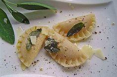 Kürbis - Ravioli, ein beliebtes Rezept aus der Kategorie Pasta. Bewertungen: 229. Durchschnitt: Ø 4,5.