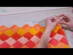 Tunisian crochet is hot! We& used the special tunisian entrelac crochet technique to make a cheerful pillow cover. Get the free crochet pattern here. Tunisian Crochet Blanket, Tunisian Crochet Patterns, Crochet Pillow, Knitting Patterns, Crochet Instructions, Crochet Videos, Crochet Basics, Crochet Projects, Crochet Tutorials