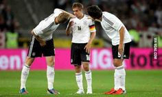 Per Mertesacker and Mats Hummels looking after Philipp Lahm Real Soccer, Soccer Fans, Football Fans, Soccer Players, Philipp Lahm, Best Of 9gag, German National Team, Mats Hummels, Germany Football