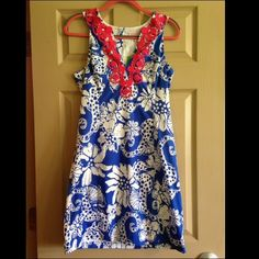 NWT Lilly Pulitzer Augusta Shift Dress size 8 NWT Lilly Pulitzer Augusta Shift Dress size 8 in Quahog Chowdah. No trades, please. Reduced from $120 Lilly Pulitzer Dresses