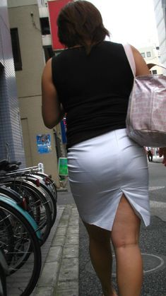 Bottoms Up 婰挔撪梕 Cool Tights, Pantyhose Outfits, Girls In Mini Skirts, Elegant Girl, Sexy Hips, Sexy Older Women, Sexy Skirt, Sexy Jeans, Sexy Asian Girls