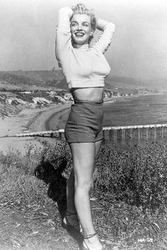 15 Inspiring Photos of Marilyn Monroe  - HarpersBAZAAR.com Marilyn Monroe, Happy Birthday, Poses, Actresses, Portrait, Fashion, Leather Pants, Mini Skirts, Moda