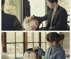Song Joong-ki as Yoo Shi-jin Song Hye-kyo as Kang Mo-yeon Descendants of the sun Drama Funny, Drama Memes, Desendents Of The Sun, Descendants Of The Sun Wallpaper, Kdrama, Songsong Couple, Song Joon Ki, Decendants, Best Dramas