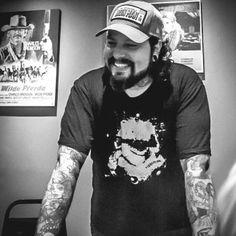 Sempre fã da Body Art, Dan Voltolini começou a trabalhar em estúdios de tatuagem em 2005. Em 2009, foi convidado por um grande estúdio do ABC Paulista para fazer parte da equipe como Body Piercer. Desde então, vive e se dedica à essa arte.